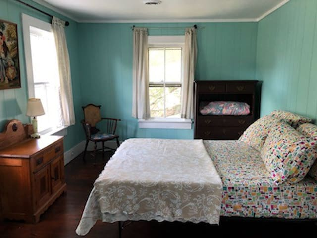 BR 1 w one full size bed
