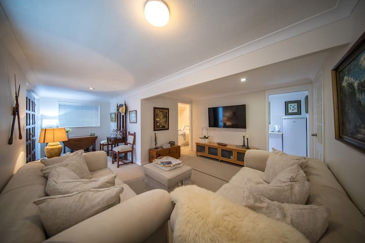 Cozy 1 Bedroom Apartment Southport Gold Coast