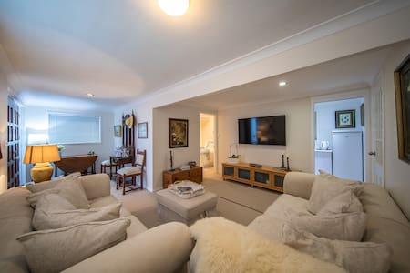 Cozy 1 Bedroom Apartment Southport Gold Coast