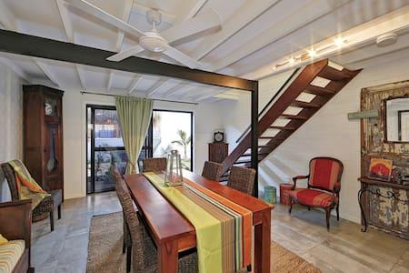 ZEN Beach Retreat - French Villa - Beachfront - Bargara - Villa
