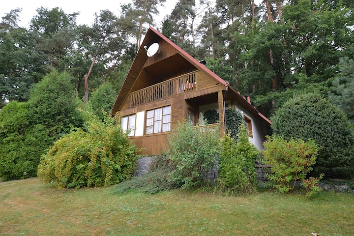 Holiday home full of character, on the banks of the river Lužnice, suitable for anglers