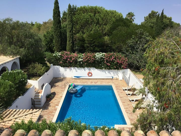 Wonderful Villa With Huge Swimming Pool Near Lagos
