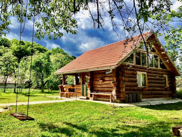 Transylvania Log Cabin   ★ Self Check-In ★