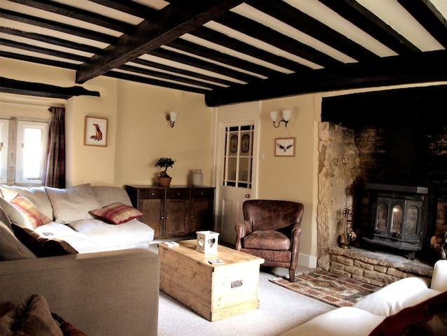 Elm Lodge: 16th-Century Cotswold Cottage