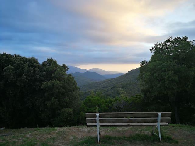 Pour vous détendre et profiter d'une très belle vue a 2 kms de la petite maison .Quasquara.