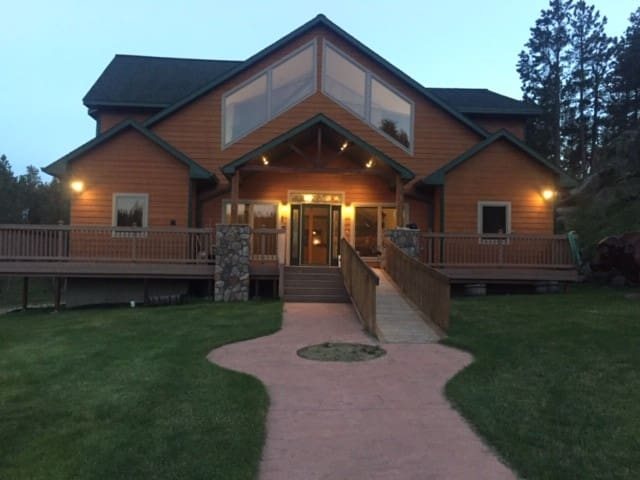 Beautiful Ranch House in  Custer, SD