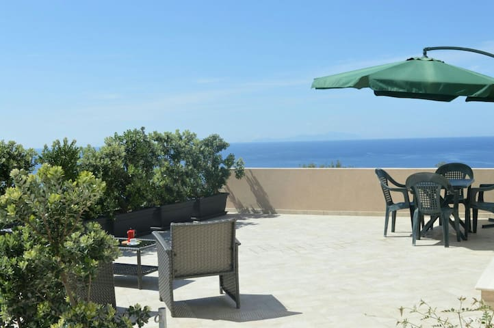 """Casa vacanza """"Colori di Sicilia""""- bilocale"""