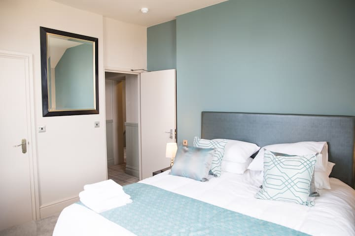 Superior-King-Ensuite with Shower-Sea View