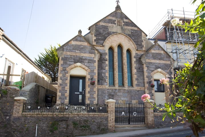 Converted Chapel (circa 1880) (sleeps 6-8) - Torbay - Rumah