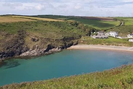Tranquil chalet sleeps 4 at Nolton Haven