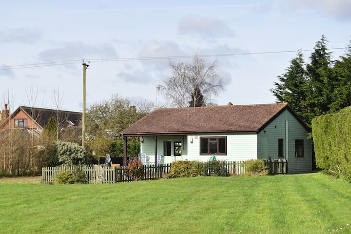 Beautiful Detached Lodge in it's own grounds - Sturminster Newton - Chalé