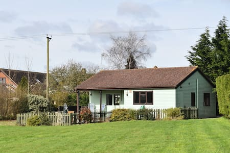 Beautiful Detached Lodge in it's own grounds - Sturminster Newton - 牧人小屋