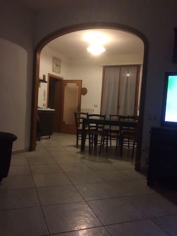 Luminoso e accogliente appartamento - Cecina - Apartament