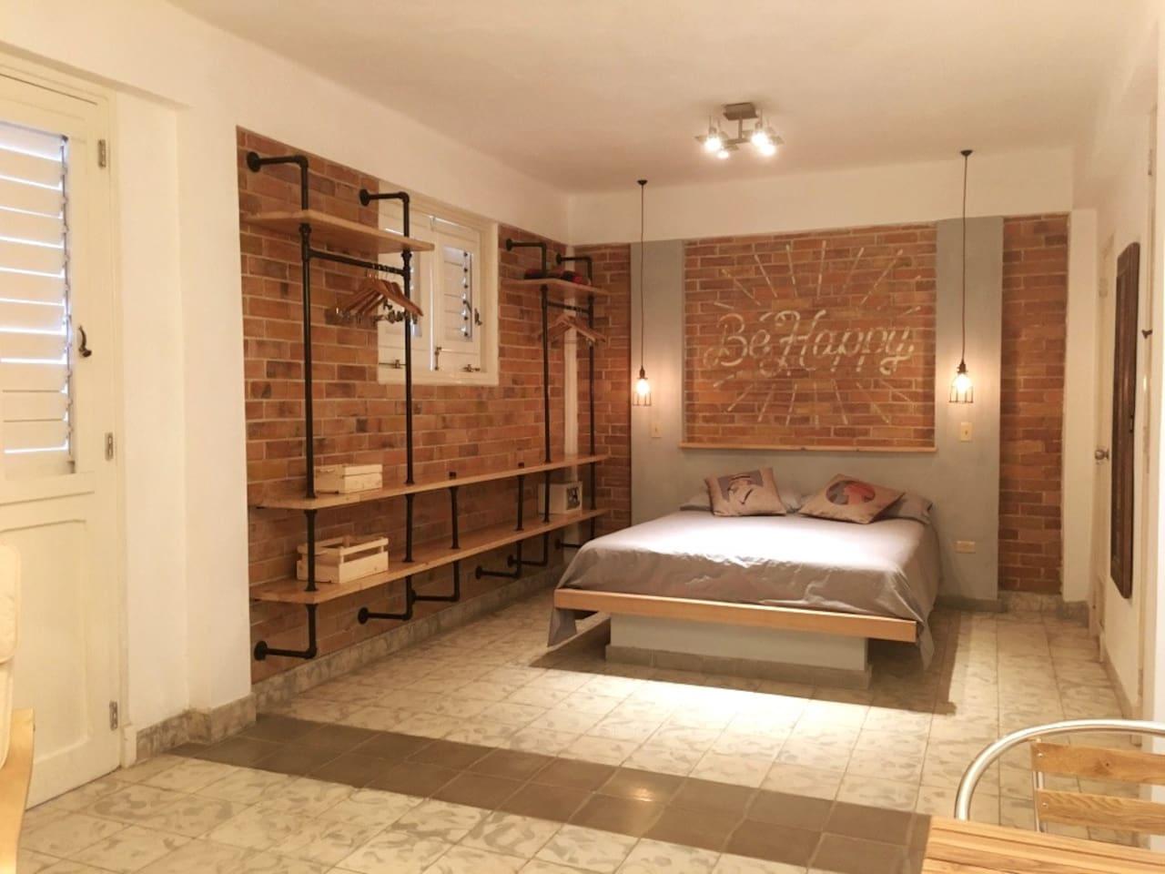 Spacious studio, over 30 m2, Queen size bed, vintage design