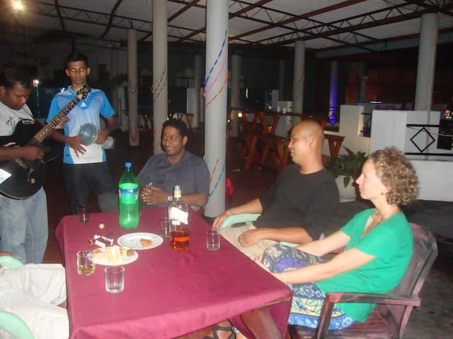 Room shared with a family - Negombo - Appartamento