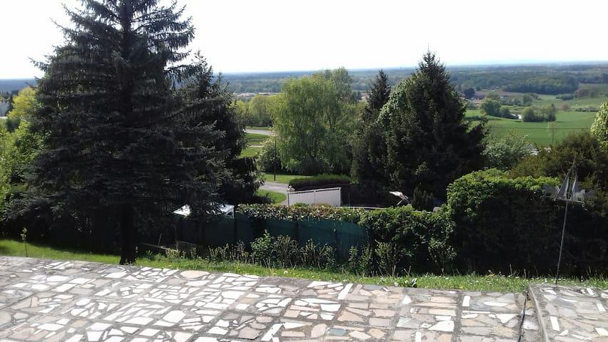 Jolie halte dans le Jura - Cuisia - Haus
