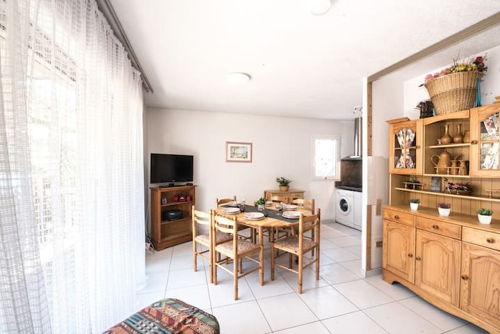 LOCATION APPARTEMENT SAINT LARY SOULAN/ TYPE 2 COIN NUIT/ QUARTIER THERMAL/ 6 PERSONNES