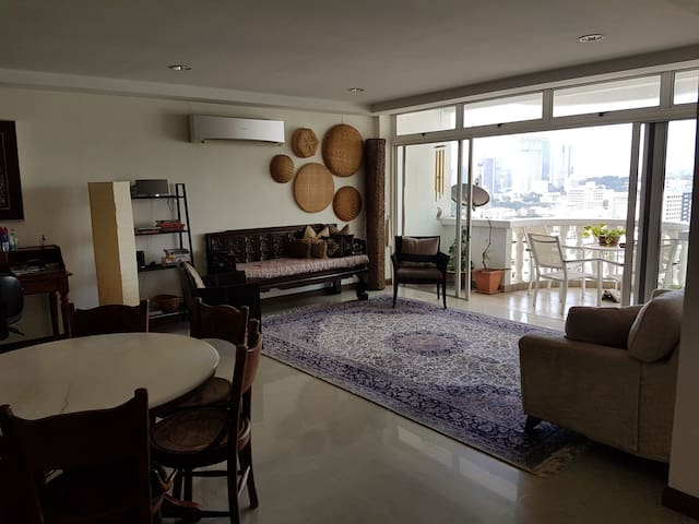 Charming Duplex Penthouse 2700sq in city centre