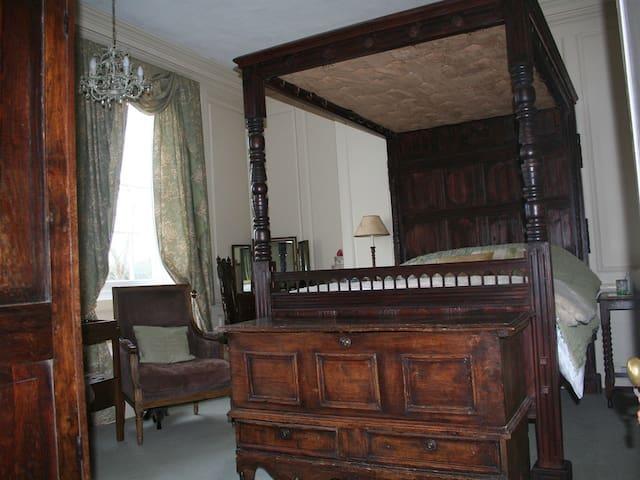 Cama de Matrimonio-Baño en la habitacion