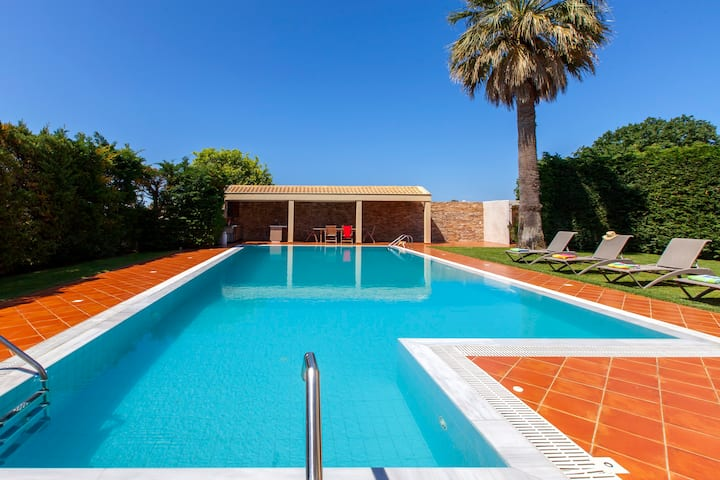 VILLA NIKOPOLIS  with pool, 2 min from sea