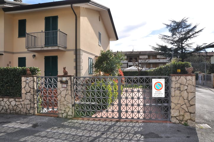 casa Stefano.  indipendente, con giardino