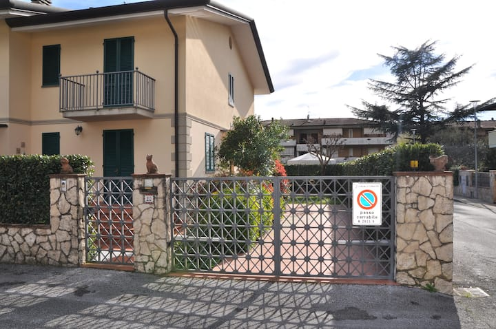 Stefano's House. Priva home with  garden
