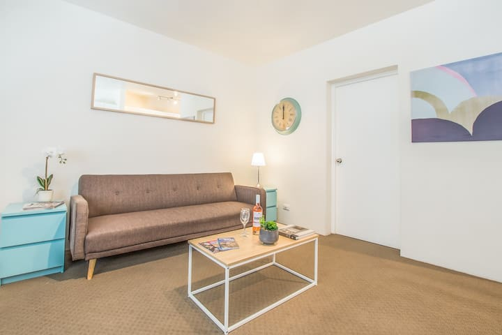 MODERN INNER WEST 1 BED WITH PARKING IN ASHFIELD