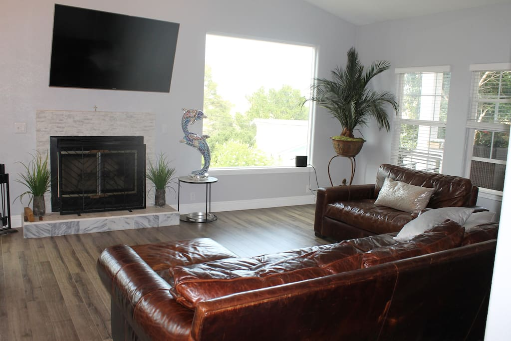 Extra large and deep leather couches seat the whole family with DirecTV and Smart TV with Internet