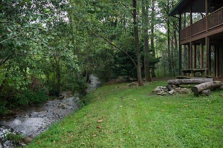 Fox Creek Waterside Cabin - Bryson City - Srub