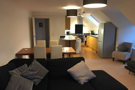 Modern flat, great London transport - Whyteleafe
