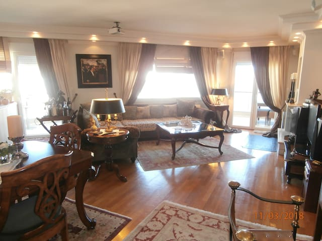 Classic Apartment with Beautiful View In Kastoria