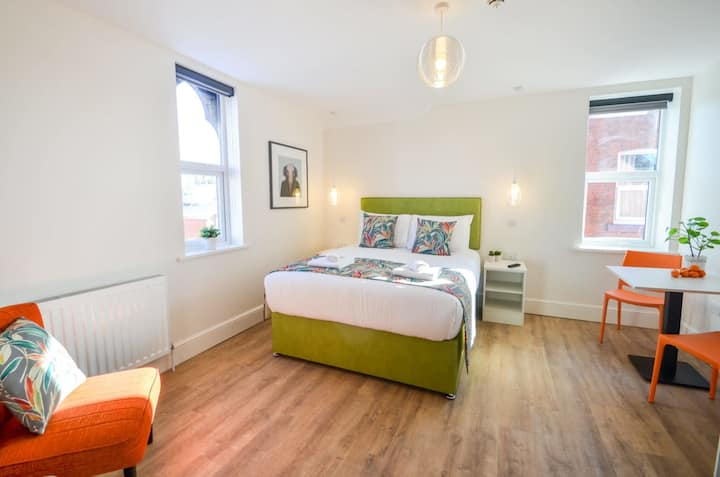 The Ziggy - SPACIOUS STUDIO APARTMENT in West Bridgford with Wifi and essentials