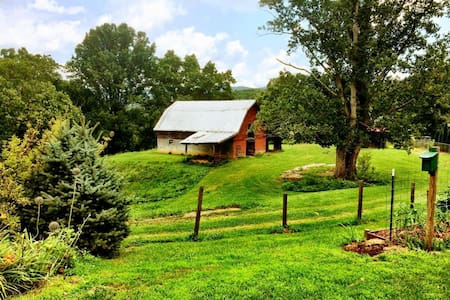 Pet Friendly- Mountain Ranch near Asheville, NC - Fletcher - 独立屋