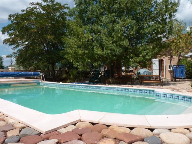 Le Mas, proche du Lac du Salagou, piscine, calme