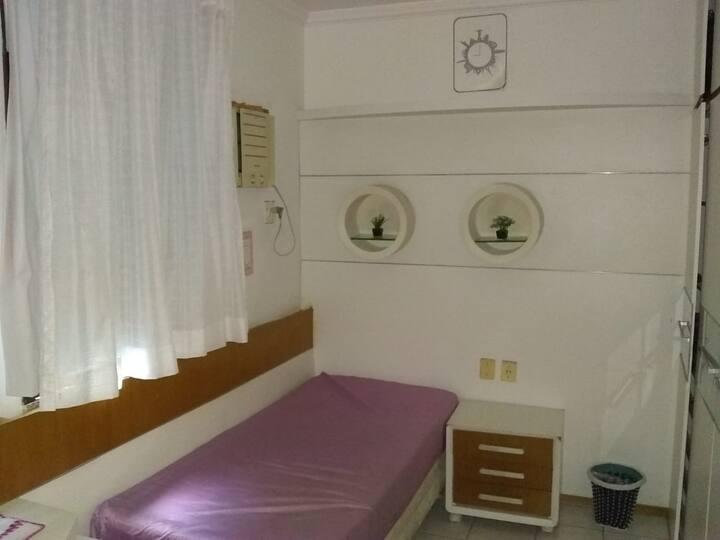 quarto de hospede em casa de familia.