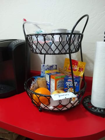 Some snacks and breakfast items.