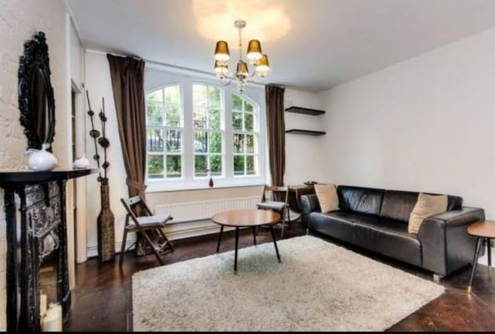 Beautiful flat in Chelsea, justoff the Kings Road