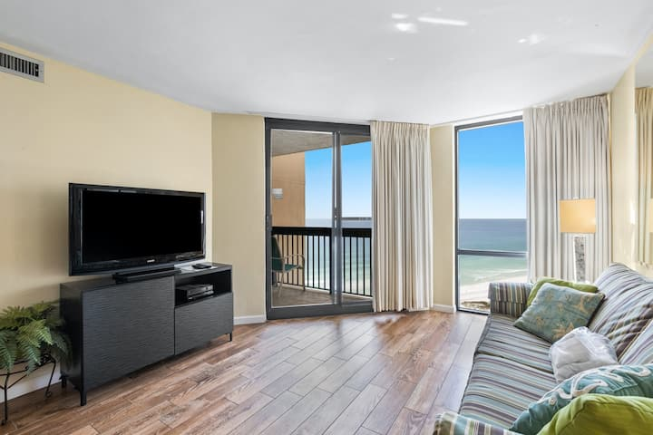 16th Floor Condo with Shared On-Site Pools, Hot Tub, Restaurant, and Bar