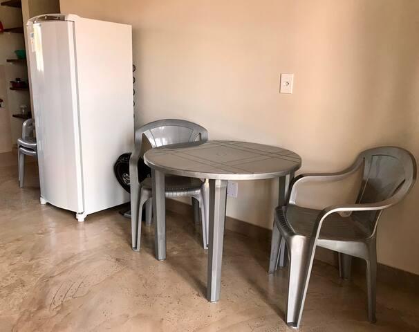 Sala - Mesa Redonda com 4 cadeiras