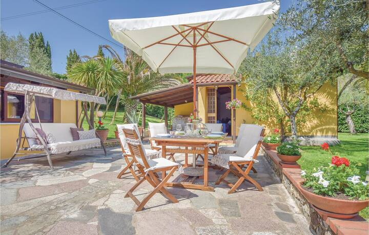 Holiday cottage with 1 bedroom on 40m² in Sarzana -SP-