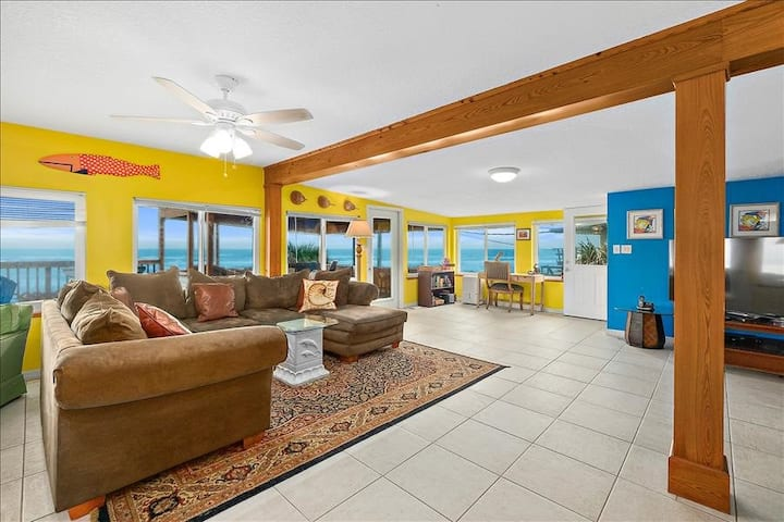 PelicanPrds: Direct Beachfront House with Spacious Balcony For Your Family