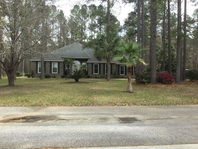 1 Room on Lake w/ Pool Amazing View - Statesboro - Huis