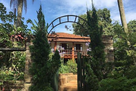 Casa de fazenda, paz e natureza - Ribeirão Bonito - Sommerhus/hytte