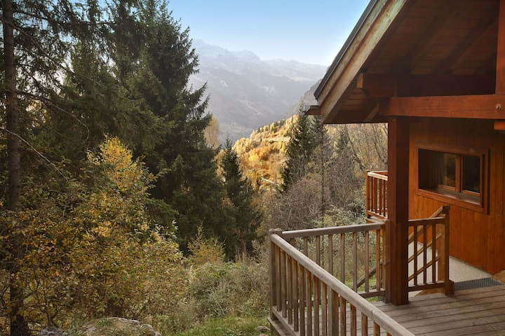 Detached chalet with open fire in the exclusive Alpe d'Huez chalet district.