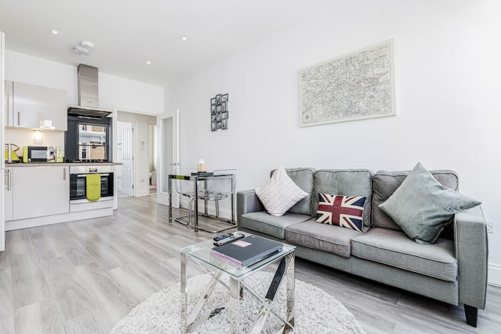 2 Bed Stylish Modern Notting Hill Portobello Apt