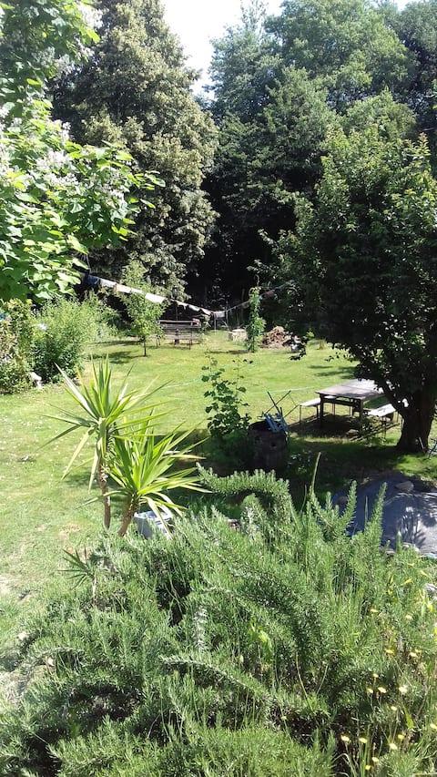 Chambre indépendante au coeur d'un jardin paisible