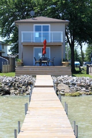 Beautiful Lakefront Home - Lakeshore - กระท่อม