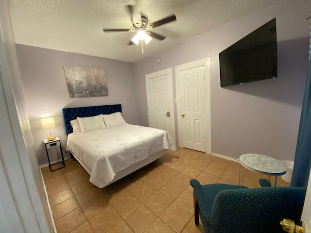 Private master room/restroom with queen size bed