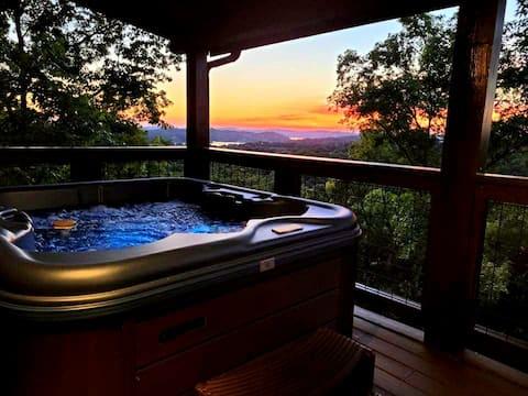 2BR Cabin, Lake Views, Hot tub, Pool & Boat access