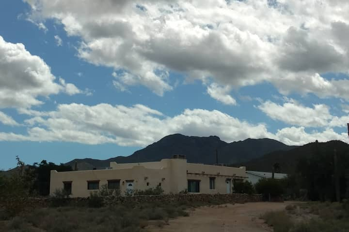 Ranchito Sahuaro, Entire House and Property